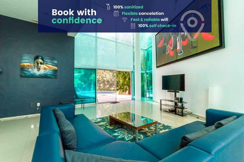 Fabulous Villa in Playacar w/High Ceilings, Private Pool, Patio & Balcony!, holiday rental in Playacar