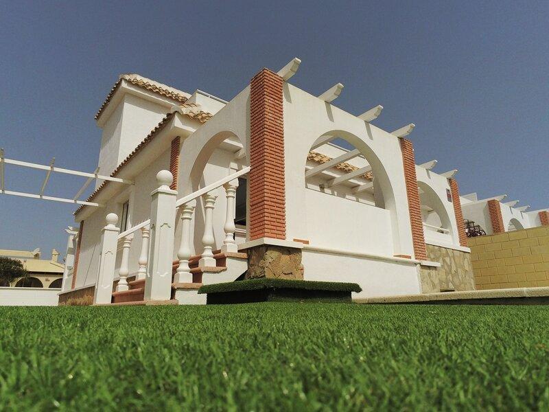 Villa Sierra Golf - Luxury Property Sleeps 8, holiday rental in La Tercia