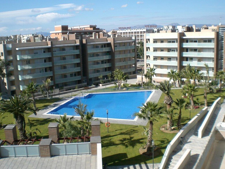 APART. CLIMATIZADO CON WIFI ZONA SPA, PADDEL Y GYM, vacation rental in Salou