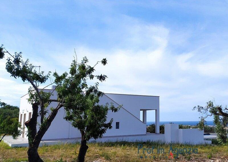 Villa panorama vista mare con piscina, vakantiewoning in Torre San Sabina