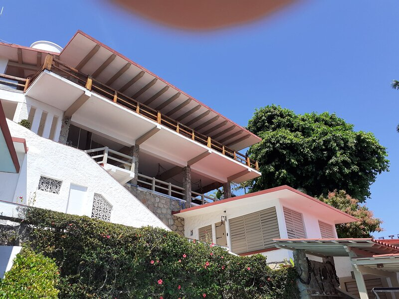 Oceanfront Villa Private Ocean Access, holiday rental in Acapulco