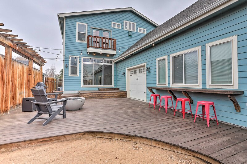 NEW! Parkside Getaway w/ Fire Pit by Windsor Lake!, holiday rental in Windsor