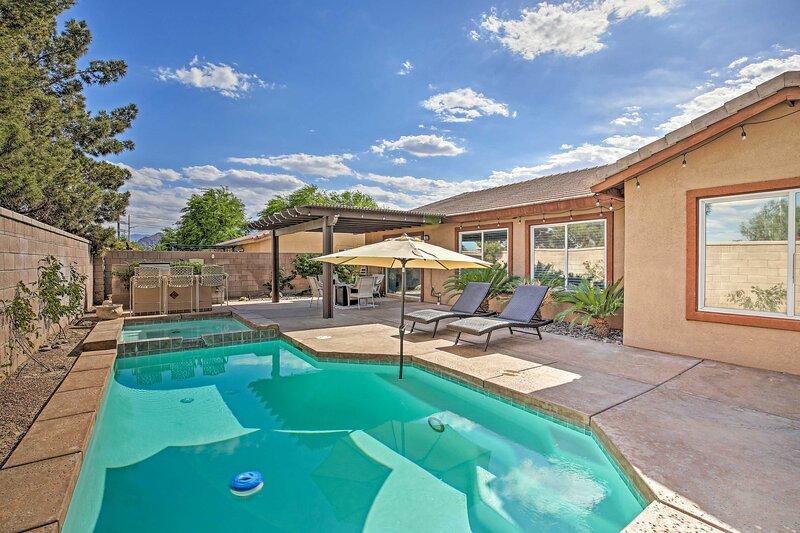 NEW! Luxury La Quinta Getaway with Private Pool!, location de vacances à Bermuda Dunes