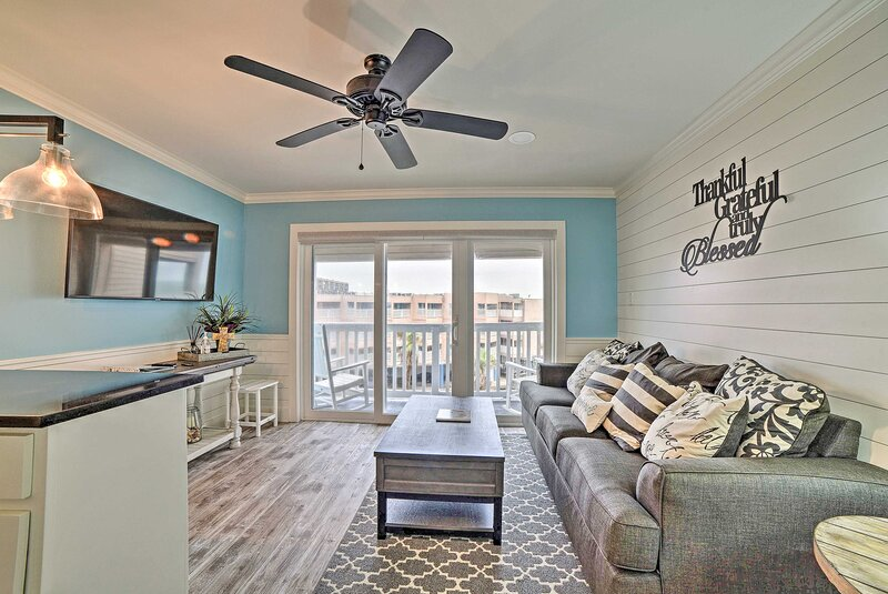 NEW! Corpus Christi Escape w/ Pool & Beach Access!, holiday rental in Robstown