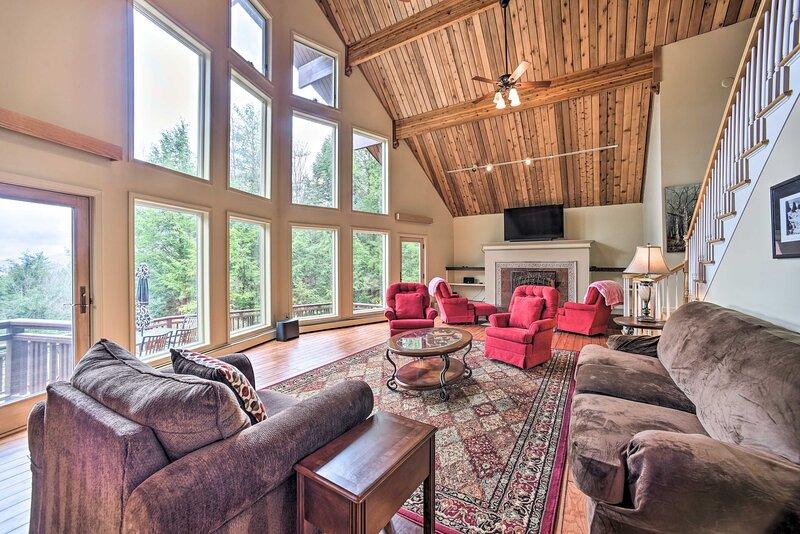 NEW! Lake George Mtn Retreat: BBQ, Deck, Fire Pit!, vacation rental in Stony Creek