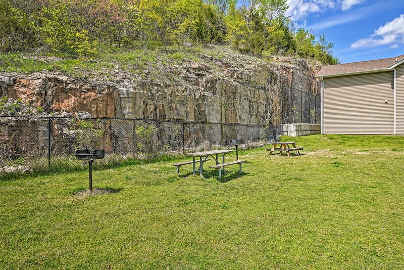 Community Amenities | Charcoal Grill | Picnic Tables | Dog Friendly w/ Fee