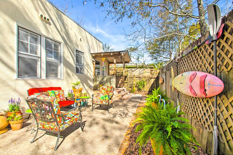 NEW! Colorful Oasis - 1 Block to Bayview Park!, vacation rental in Pace