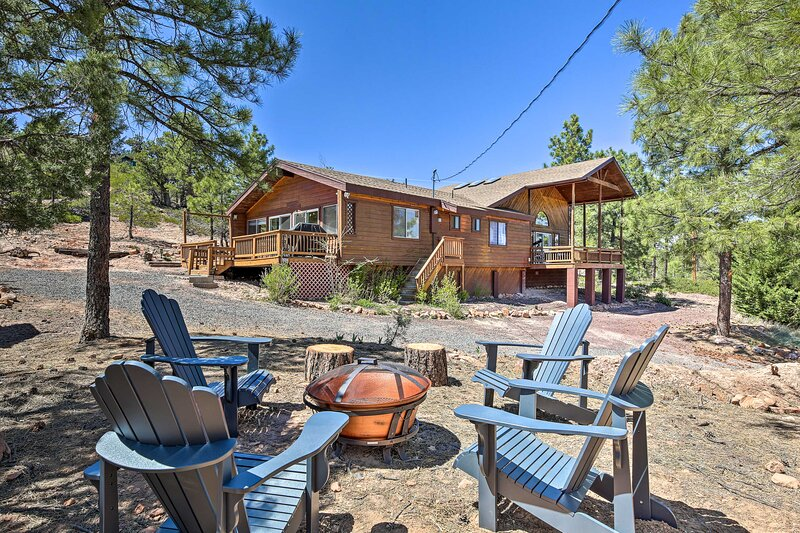 NEW! Forest Hideaway on 1 Acre w/ Panoramic Views!, holiday rental in Snowflake