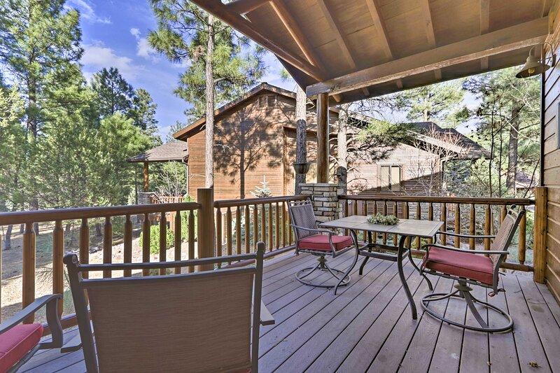 NEW! Cozy Cabin Retreat, 4 Mi to Fool Hollow Lake!, vacation rental in White Mountain Lake