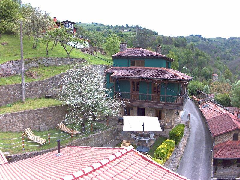 Casa Laudina y Armando, bienvenidos al paraíso!, alquiler de vacaciones en Valdesoto