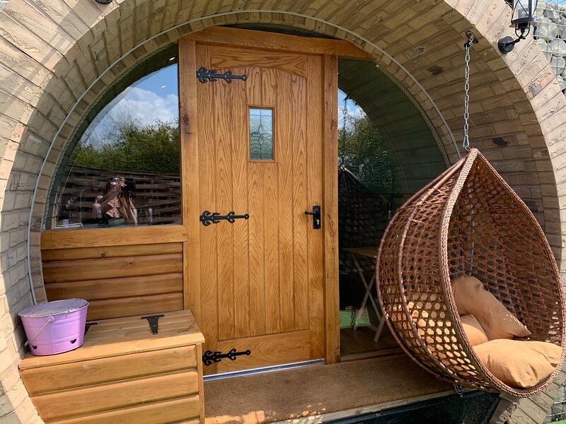 Brand new Hobbit Style glamping pod, holiday rental in Minster on Sea