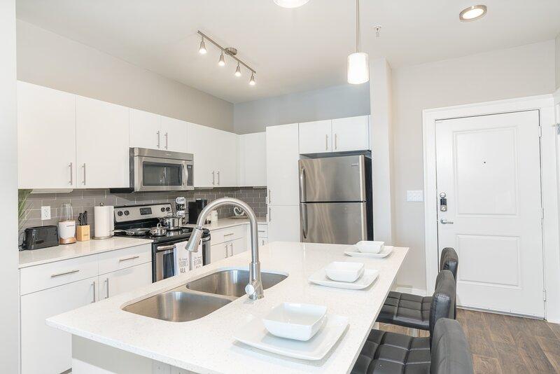 ** Luxurious Rooftop Pool Apartment (Buckhead) ATL, alquiler vacacional en Atlanta