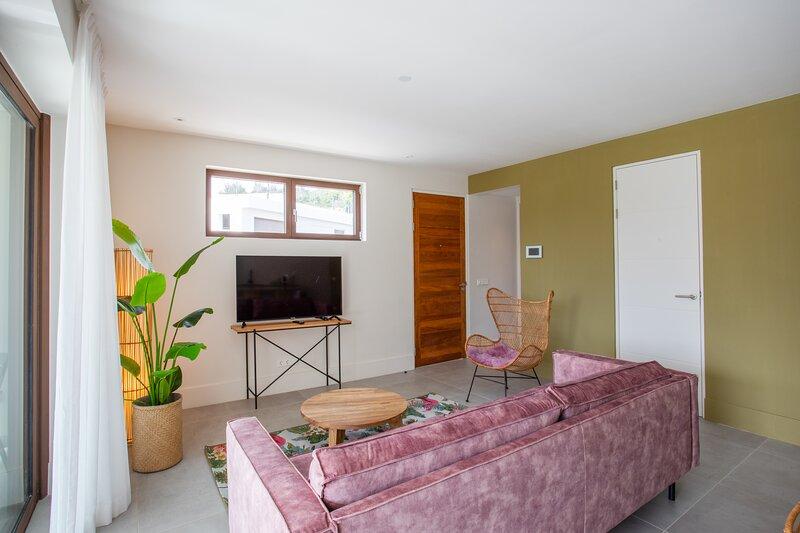 Jan Sofat LUX ground floor apartment A28 | resort | pool | 4 guests, location de vacances à East End