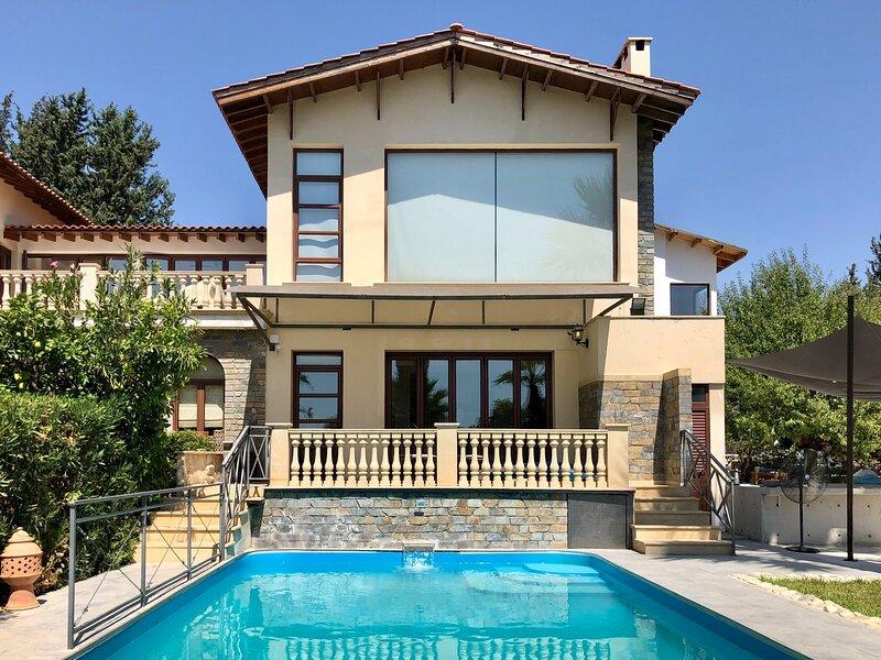 3 Bedroom Luxury Villa with Private Pool, alquiler de vacaciones en Episkopi
