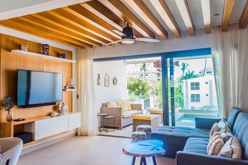 Brand new Luxury Condo with private picuzzi, 1 block from the Beach! – semesterbostad i El Cortecito