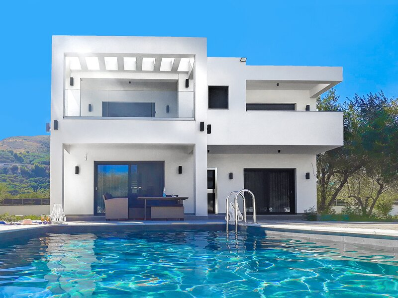 Grande Amore Luxury Villa, holiday rental in Lithakia