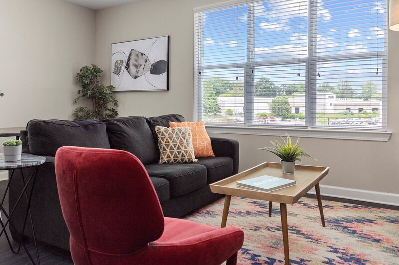 Kasa Charlotte   Family Friendly, Self Check-In + Pool Access, holiday rental in Mount Holly