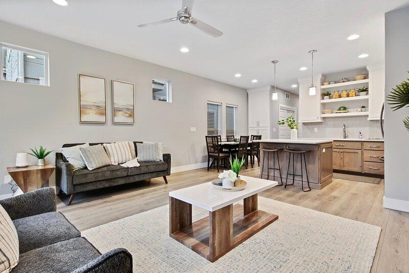 Modern & Luxurious Private 3 bedroom Boise home Russet, alquiler de vacaciones en Garden City