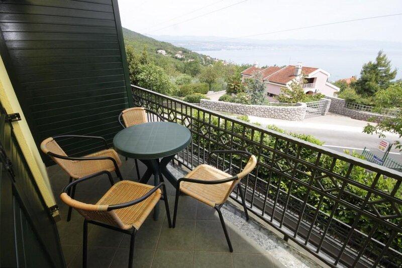 Poljane Apartment Sleeps 4 with Air Con - 5467596, holiday rental in Poljane
