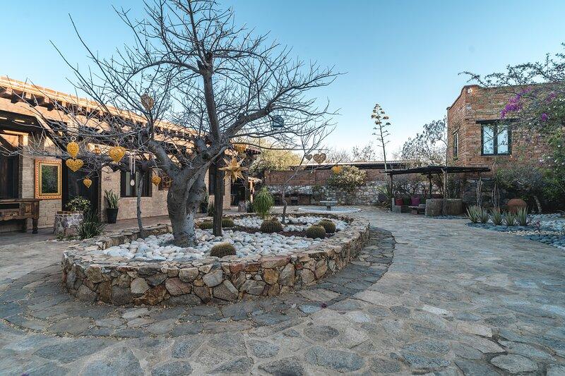 Amazing Rustic Villa Outdoor Retreat in El Triunfo, alquiler vacacional en El Triunfo