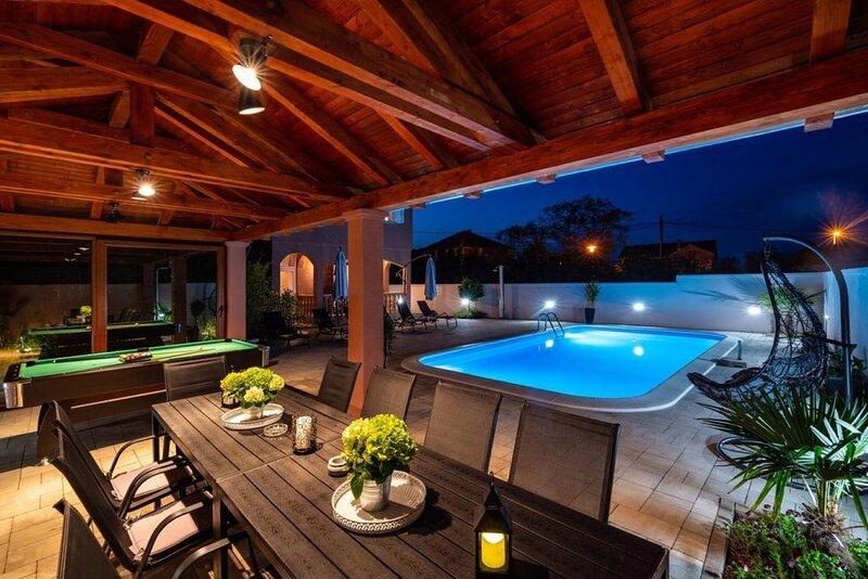 Luxury Villa with pool H(10) - Zaton (Zadar), aluguéis de temporada em Zaton