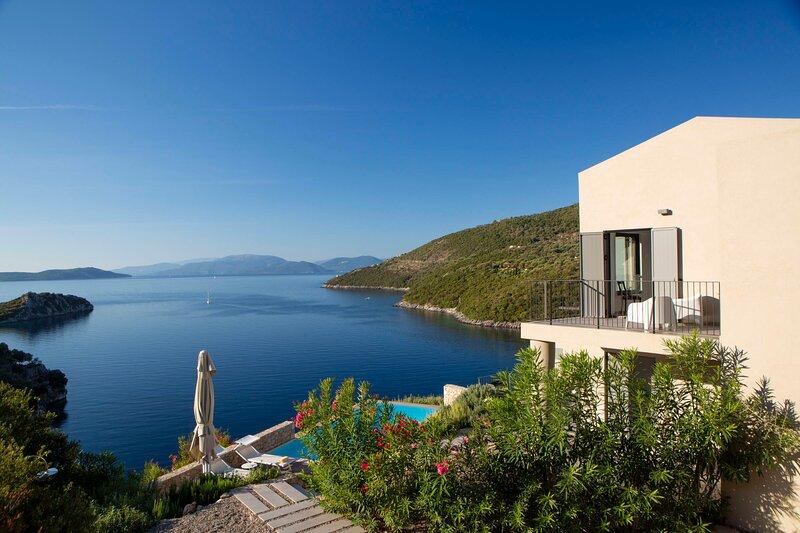 Villa Kastos - Stylish Luxury Villa with Direct Sea Access, holiday rental in Poros
