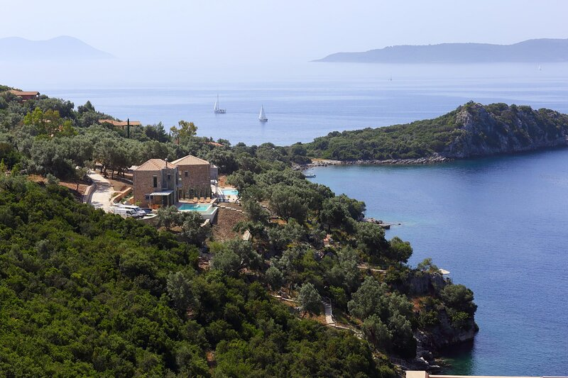 VILLAS SEA BREEZE - Brand New Villas, Direct Sea Access, Private Dock, holiday rental in Poros