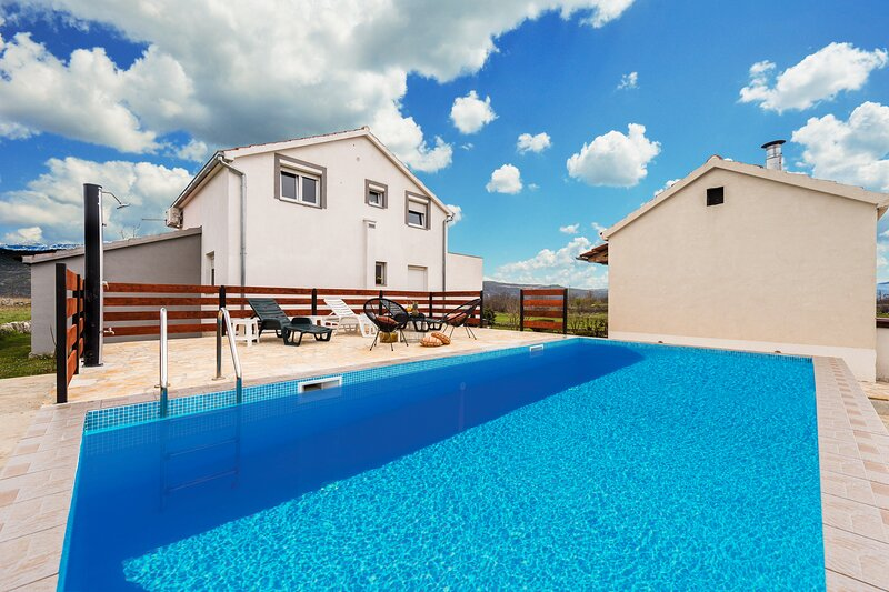 Holiday Home Nerona, location de vacances à Trilj