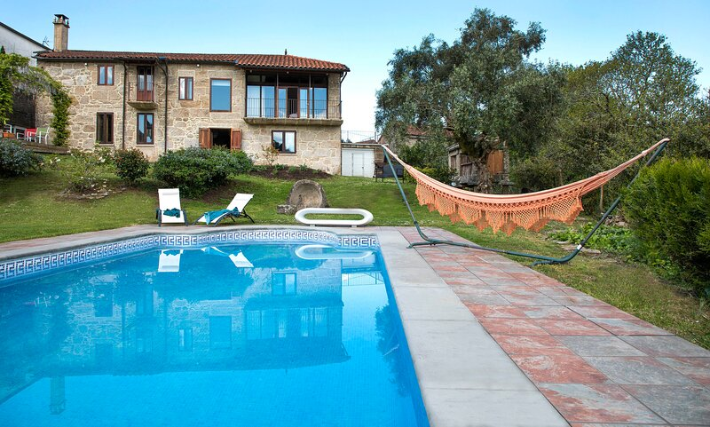Villa rural, piscina ,gran finca , totalmente privada en plena naturaleza., vacation rental in Ricovanca