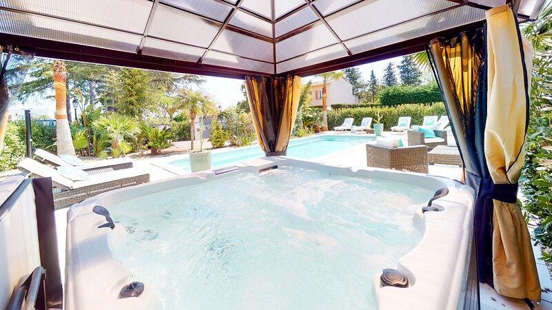 Villa Tropézienne, chambre d'hôtes climatisée, piscine chauffée, jacuzzi, plage., alquiler de vacaciones en Saint-Aygulf