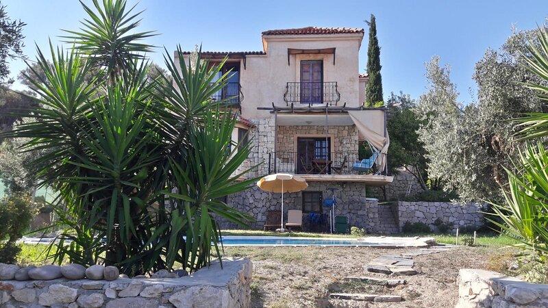 Villa Naturel, at Natural Regional with Pool, alquiler de vacaciones en Fatih