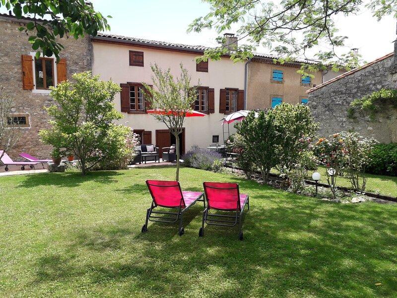 Villa Magnolia, Puivert : gîte de luxe à 4 étoiles - luxury 4-star holiday home, alquiler vacacional en Belesta