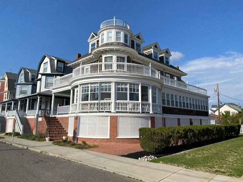 Stunning 6 BR home with Ocean Views!! 6082, alquiler de vacaciones en Cape May