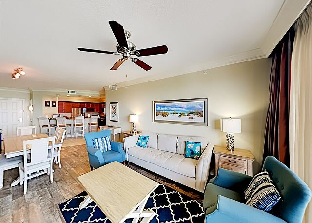 Emerald Grande | 2 Private Balconies, Epic Water Views | Heated Pools & Gym, holiday rental in Niceville