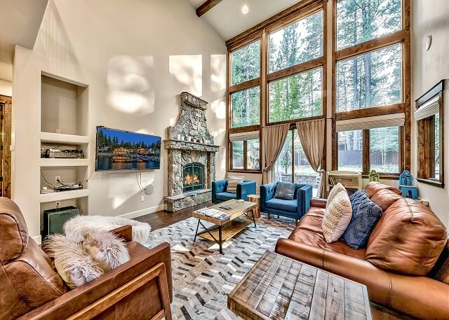 European-Style Washoe Meadows Estate   Sauna, Smart TVs, Playground & Grill, location de vacances à Fallen Leaf