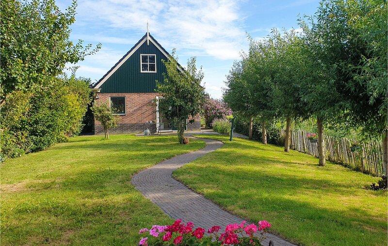 Nice home in Wijdenes with WiFi and 1 Bedrooms (HNH337), alquiler vacacional en Westwoud