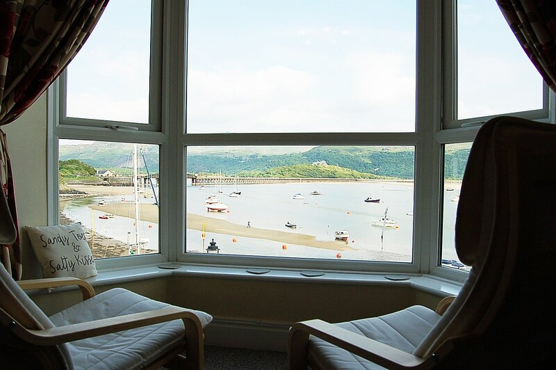 HARBOURSIDE APARTMENT, holiday rental in Barmouth