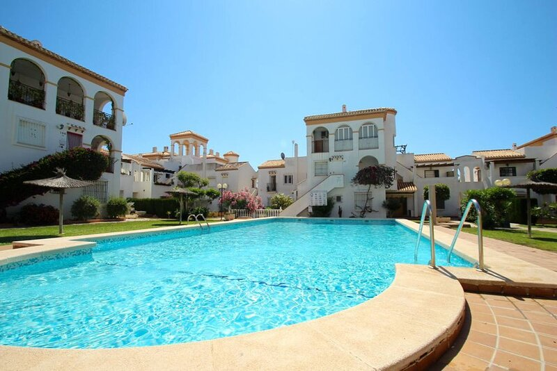 Lovely penthouse with sea view in Orihuela Costa, alquiler vacacional en Playa Flamenca