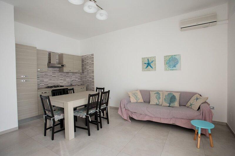 Appartamento Aqua   spiaggia di Torre Lapillo, holiday rental in Padula Fede