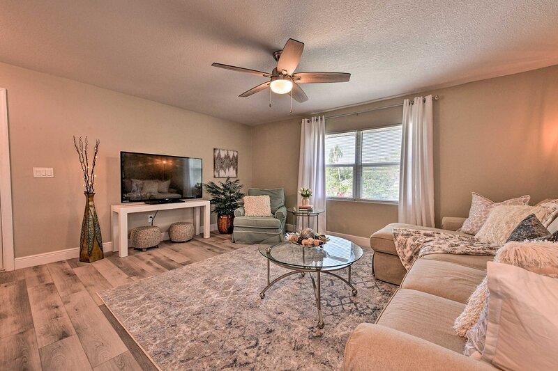 NEW! Cozy Sarasota Retreat - 3 Blocks to Coast!, holiday rental in Tallevast