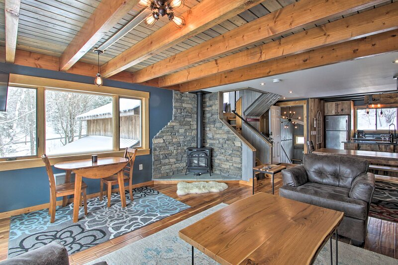 NEW! Ski-In/Out Burke Mtn Condo w/ Amenity Access!, holiday rental in East Burke