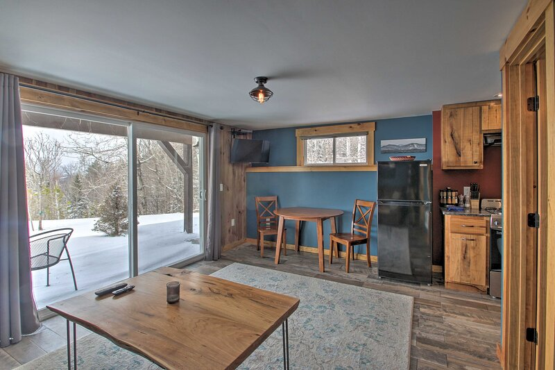 NEW! Cozy Condo: Ski-In/Out Burke Mountain Access!, holiday rental in East Burke
