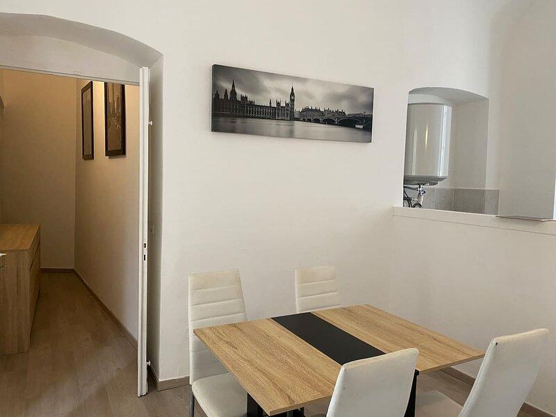 bastia hyper centre t2 de charme, casa vacanza a Ville-di-Pietrabugno