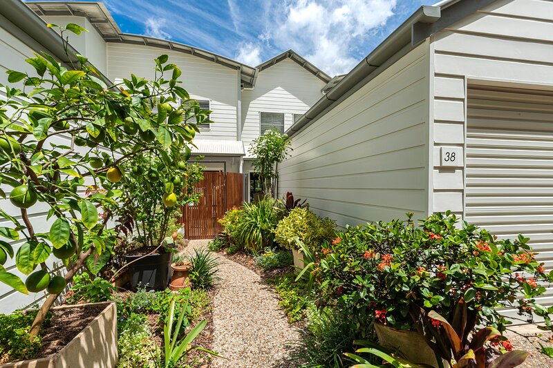 Luxury 2 Bedroom Townhouse, holiday rental in Eumundi