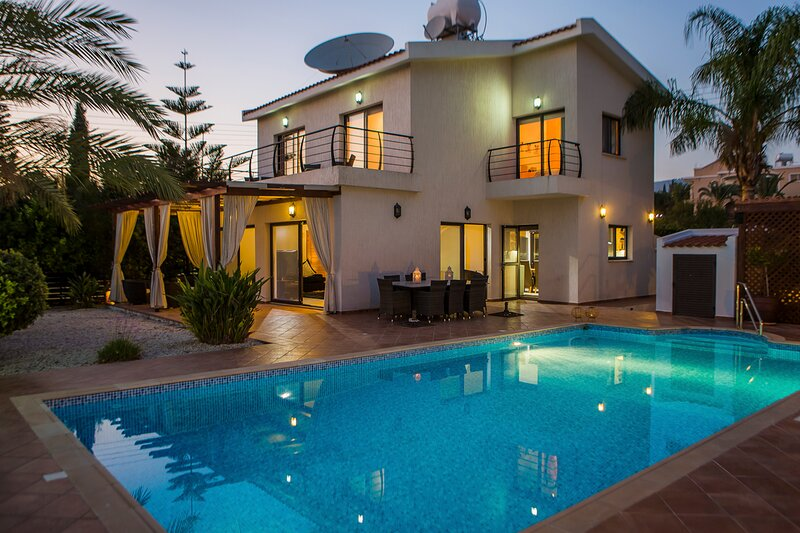 Tala Villa Sleeps 6 with Pool and Air Con - 5873662, vacation rental in Kissonegra