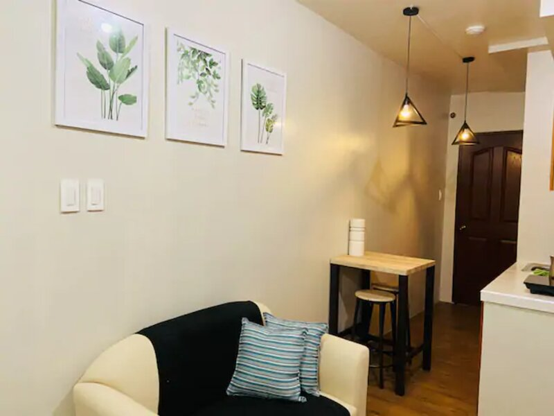 Charming Guest Apt with Wi-Fi + Netflix, holiday rental in Muntinlupa