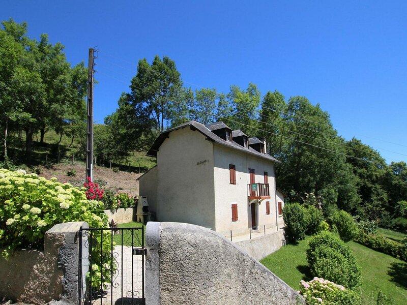 LAPUYADE, holiday rental in Haut-De-Bosdarros