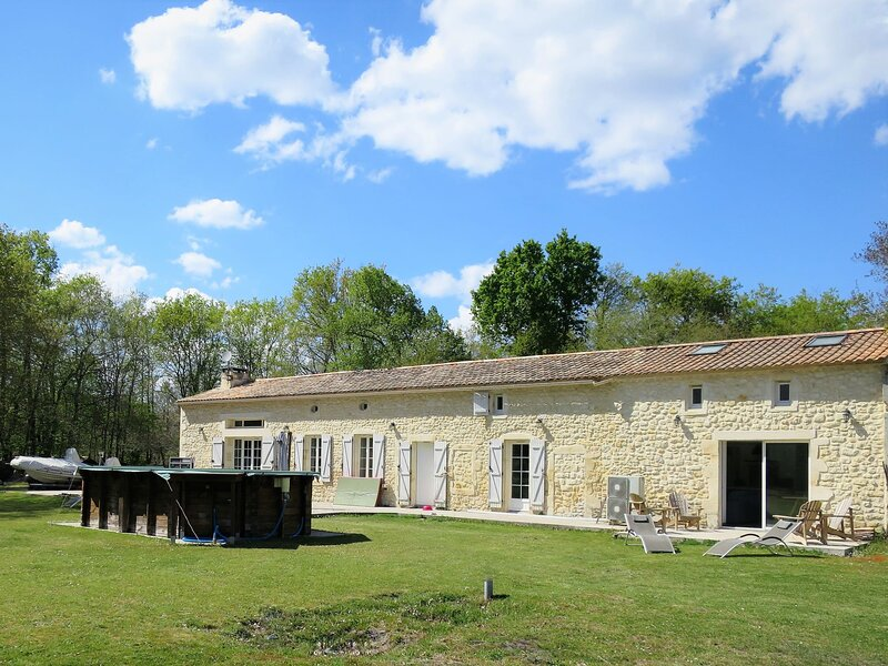 La Cheneraie, holiday rental in Lesparre-Medoc