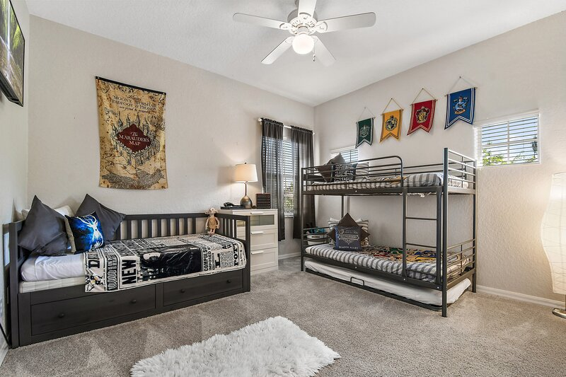 Bahama Bay SUPERB MODERN condo HARRY POTTER room, holiday rental in Four Corners