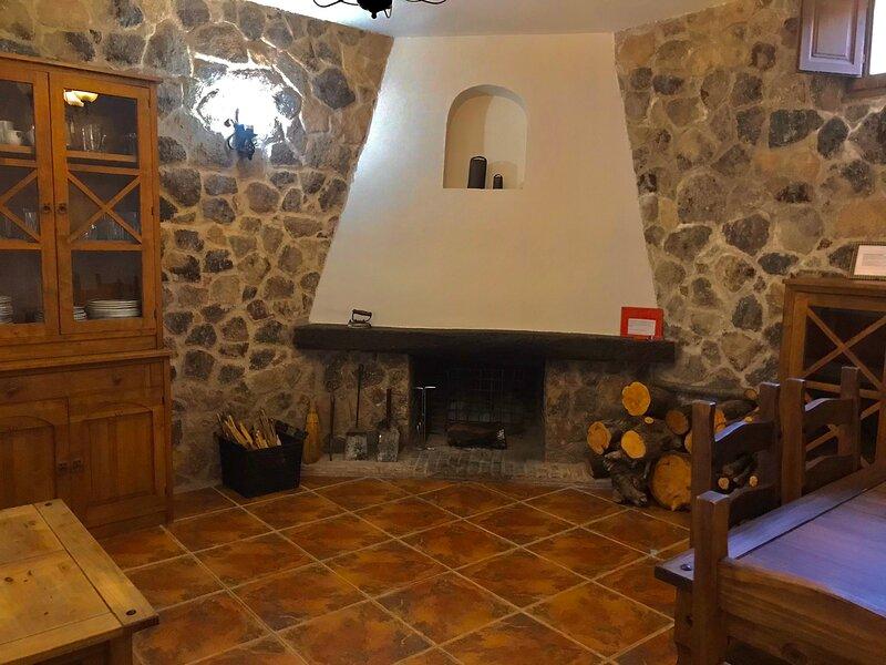 CASA RURAL LA CABRERA, alquiler de vacaciones en Casas del Castañar